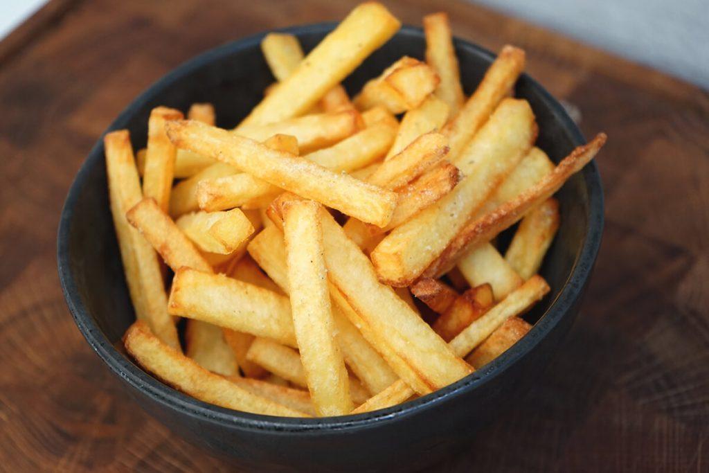 Sprøde hjemmelavede pommes frites - Opskrift på verdens bedste pomfritter i friture