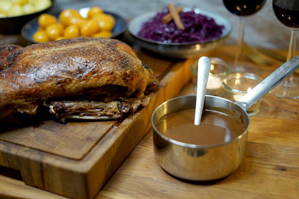 Brun sovs - Opskrift på brun sauce der kan bruges til andesteg eller flæskesteg - Julesovs til and