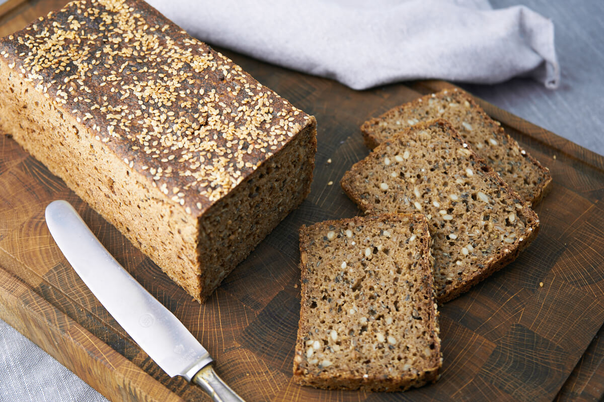 Danish rye bread - Easy recipe for traditional danish rye bread with kernels and sourdough - Perfect for lunch or lunch boxes for the kids