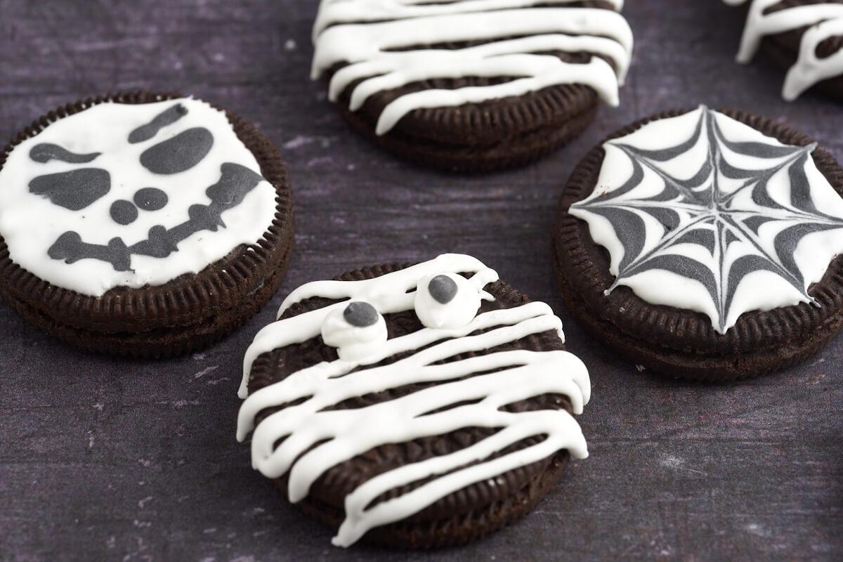 mumier edderkoppespind og skeletter til halloween kager